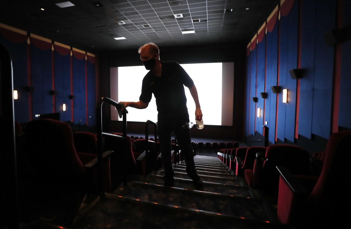 โรงภาพยนตร์ในร่มปลอดภัยแค่ไหนในช่วงโควิดระบาด?